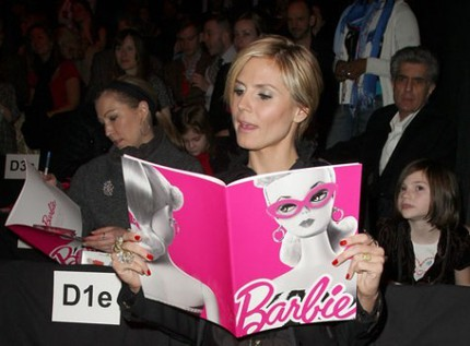 Heidi Klum satt på front row på Barbie Fashion Show.