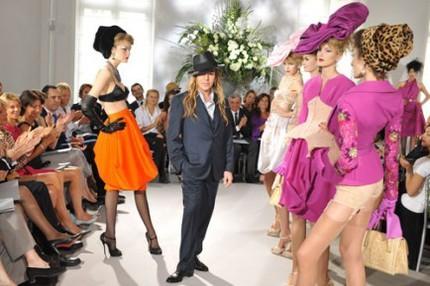 John Galliano är chefsdesigner för Christian Dior.