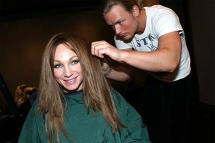 Charlotte Perrelli har färgat håret. Rösta!
