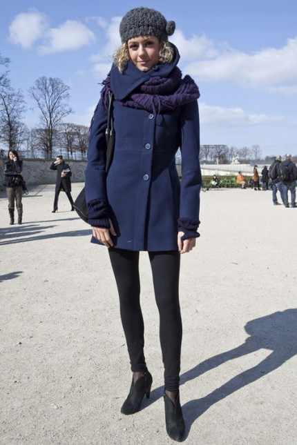Mörkblå ytterplagg under Paris Fashion Week, A/W 2010.
