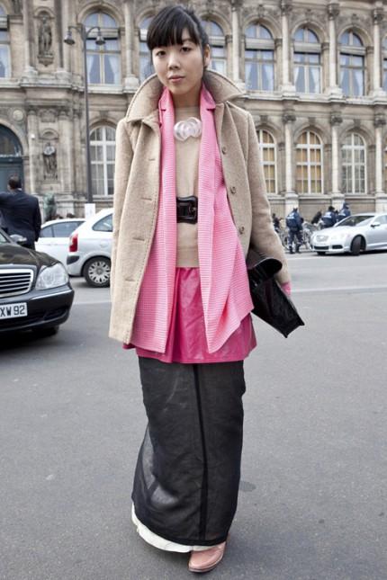Bloggaren Susie Lau från Style Bubble i kamelfärgad kappa.