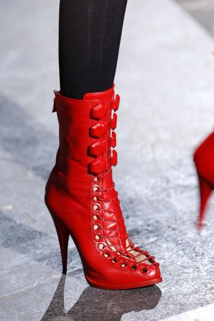 Röda skor hos Givenchy, A/W 2010.