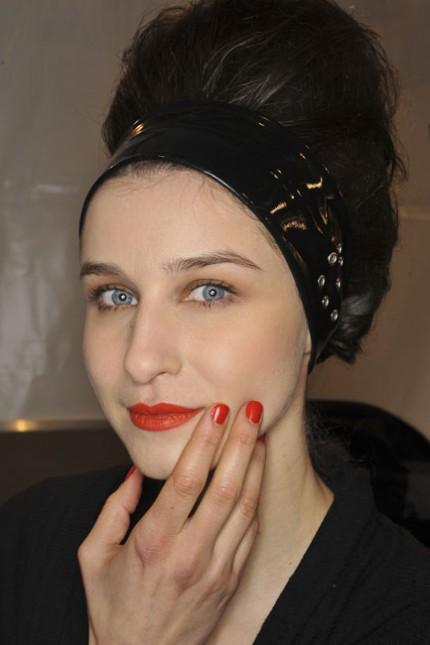 Röda läppar och naglar hos Karl Lagerfeld, A/W 2010.