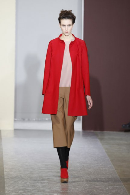 Kamelfärgat och rött hos Marni, A/W 2010.