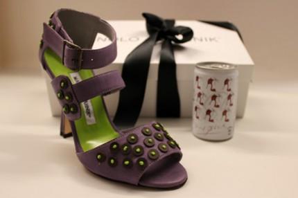 Vinn Manolo Blahniks specialdesignade skor för Coca-Cola light!