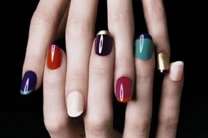 Färglada naglar från Yves Saint Laurent.