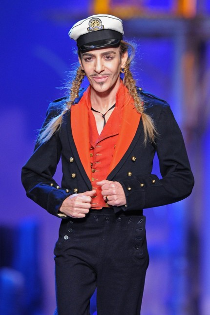 John Galliano på visningen av Christian Dior Ready to Wear S/S 2011.