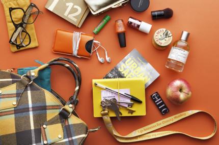I modechef Hulda Anderssons handväska