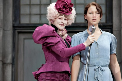"Elizabeth Banks och Jennifer Lawrence i ""The Hunger Games""."
