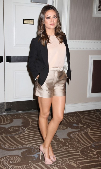 Mila Kunis på event i Las Vegas, 24 april 2012.