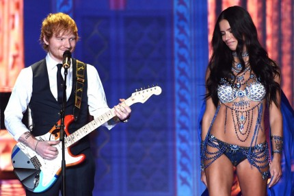 Ed Sheeran uppträdde under Victoria's Secret fashion show 2014.