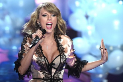 Taylor Swift uppträdde under Victoria's Secret fashion show 2014.