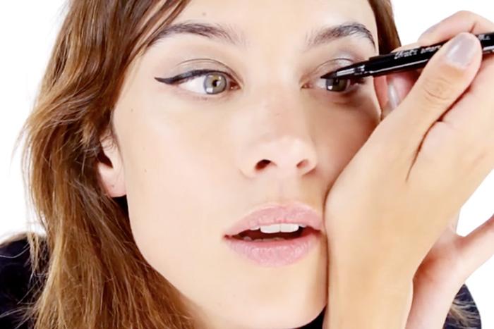 Alexa Chung har skapat en egen eyeliner för Eyeko. 50e2b7253bf63