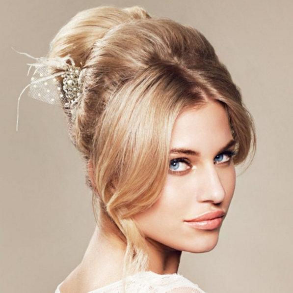 241ac2225230 Inspiration: Romantiska håruppsättningar till bröllopsdagen | Baaam