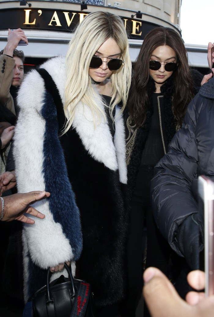 Kendall Jenner och Gigi Hadid på Paris Fashion Week.