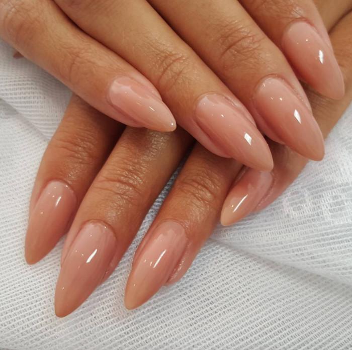ljusa naglar