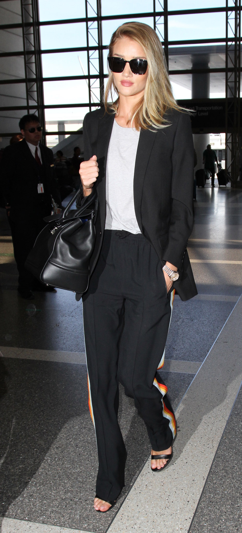 Rosie Huntington Whiteley departs from Los Angeles International AirportFeaturing: Rosie Huntington WhiteleyWhere: Los Angeles, California, United StatesWhen: 05 Apr 2016Credit: WENN.com