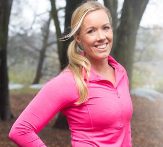PT:n Ida Mikaelsson tycker det är viktigt att du tränar ryggmusklerna och sparar energi inför förlossningen.
