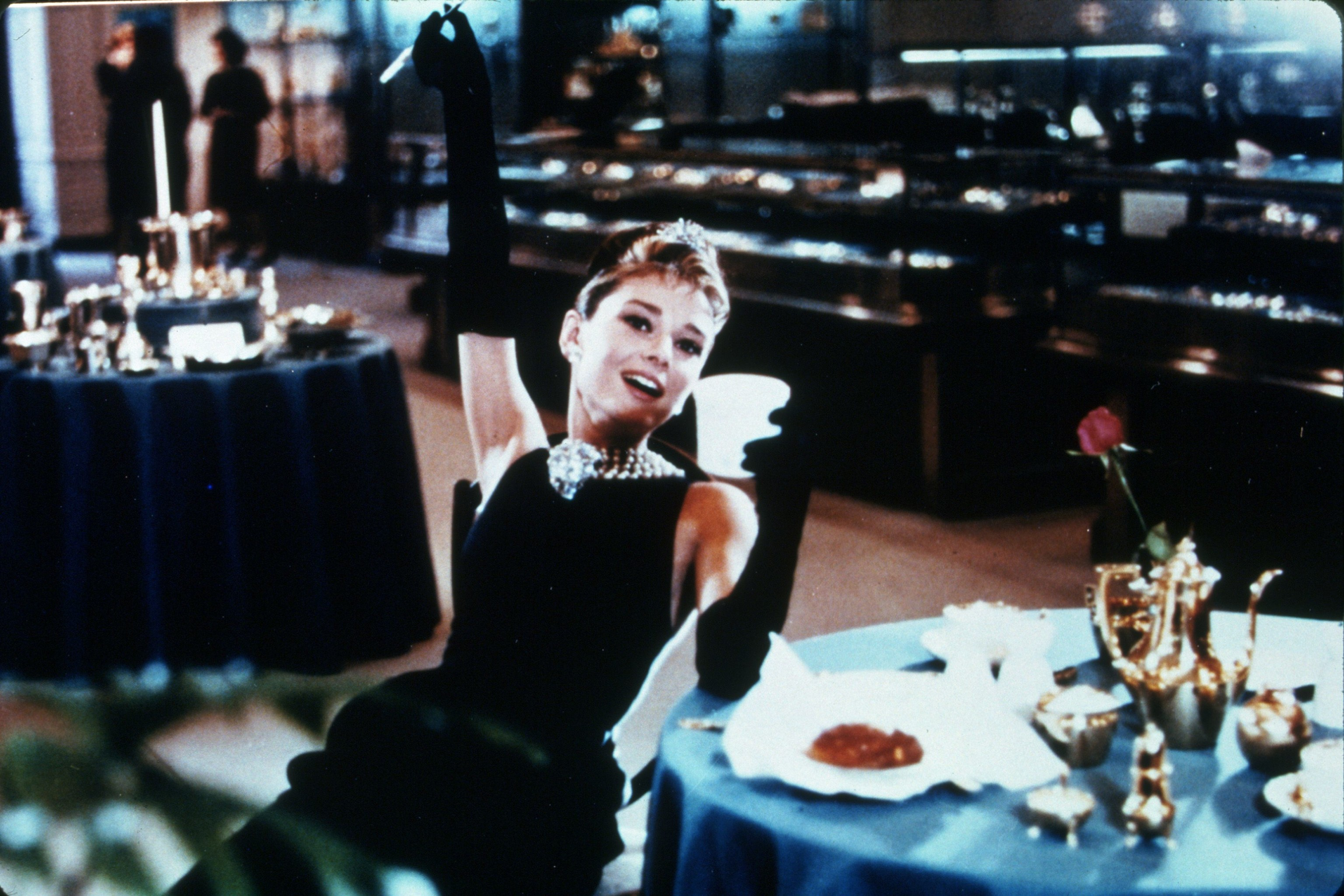 FILM STILLS OF 'BREAKFAST AT TIFFANY'S' WITH 1961, AUDREY HEPBURN, RECLINING, CELEBRATING, JOYFUL, HAPPY, ARM UP, GLOVES, DRINKING, JEWELLERY, COFFEE, WEALTHY, VICTORIOUS, JEWELRY IN 1961
