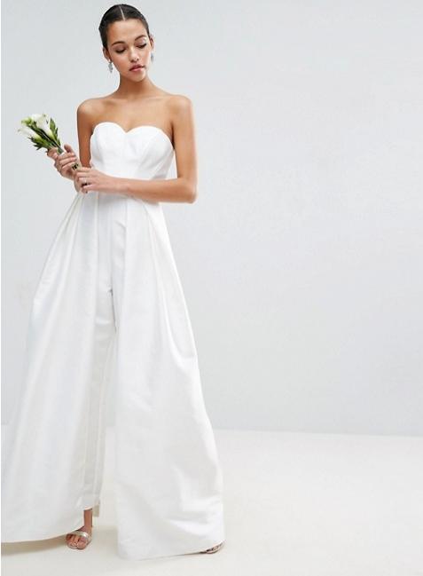 5e349e0b93f6 Bröllopsklänning med tubtopp från Asos (reklamlänk via Apprl)