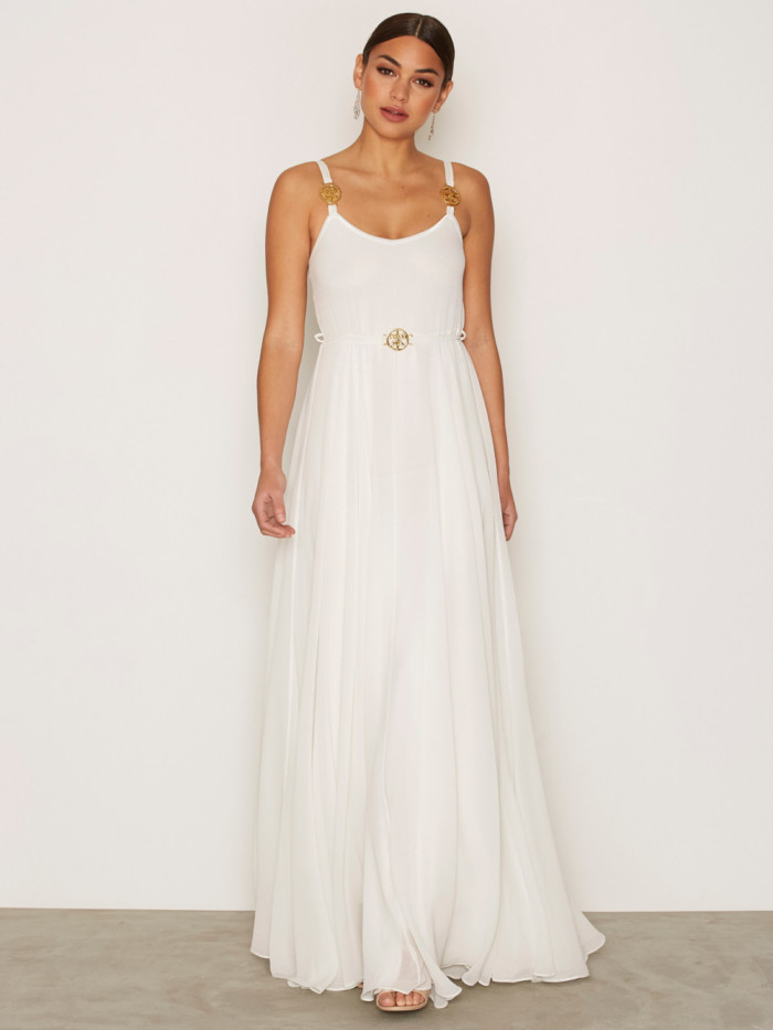 cca968bf0e56 Bröllopsklänning med tunna band och gulddetaljer från Ida Sjöstedt  (reklamlänk via Apprl)