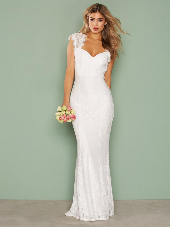 bd8c1f53d4d5 Fodralsydd bröllopsklänning i från Nly Eve (reklamlänk via Apprl)
