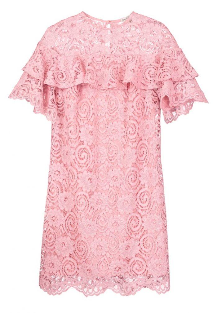 bb6bf3f238fb 3. Gå all in på spets i klänning från Miss Selfridge (reklamlänk via Apprl)  .