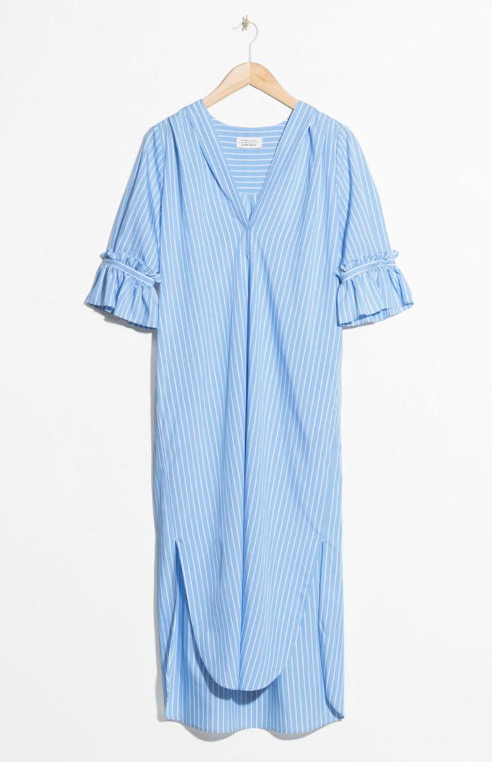 3cc811562408 Randig skjortklänning i blått och vitt från & Other stories (reklamlänk via  Apprl) . Superfin både till stranden och en dag på stan.