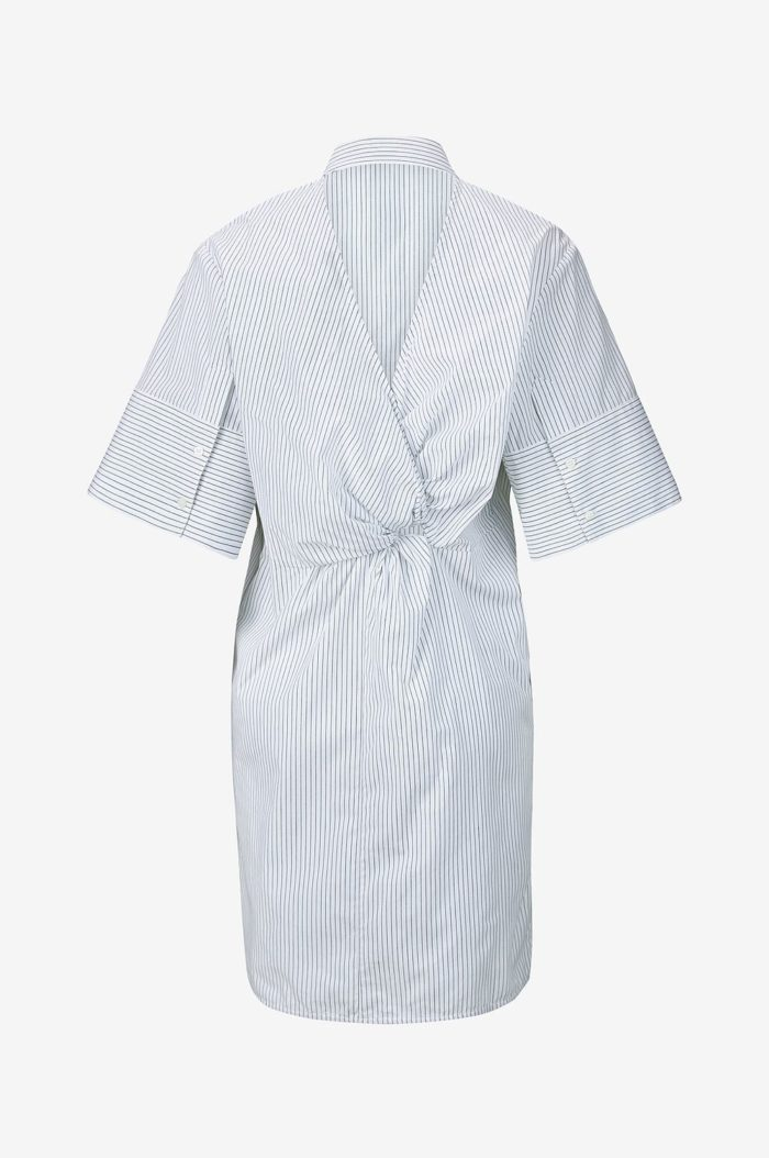 98af84a5d99f Randig skjortklänning med med drapering baktill från Dagmar (reklamlänk via  Awin) .