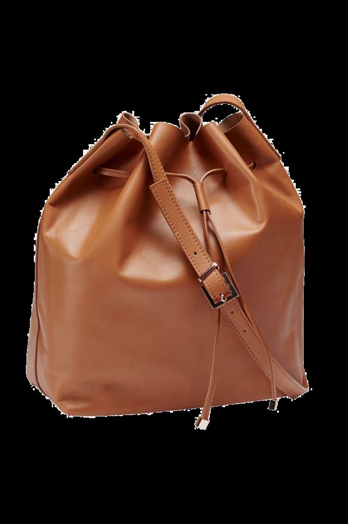 3. Skinnväska i påsmodell med roséguldfärgade detaljer från Ellos  (reklamlänk via Zanox) . 886180596405f