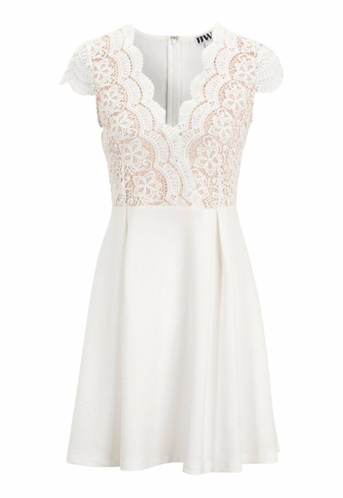 vit klänning med kort ärm