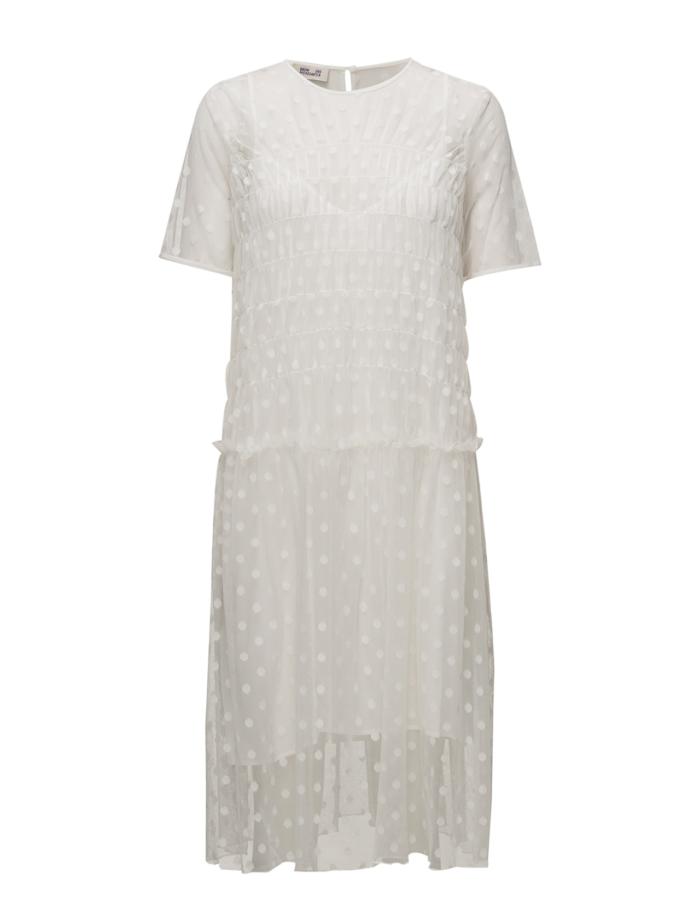 Vit klänning i längre modell från Baum Und Pferdgarten (reklamlänk via  Tradedoubler) . 26. Prickig volangklänning från Vero moda ... 08ed98db0da4d