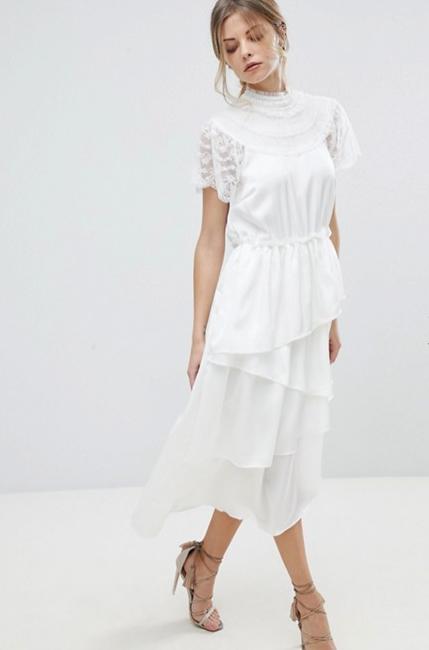 vit spetsklänning lång ärm
