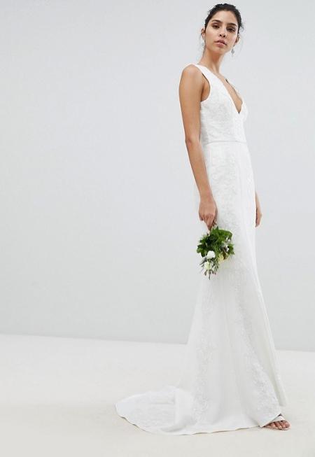 ab5925ea73e5 10. Lång, vit och ärmlös brudklänning från Chi Chi London (reklamlänk via  Awin) .