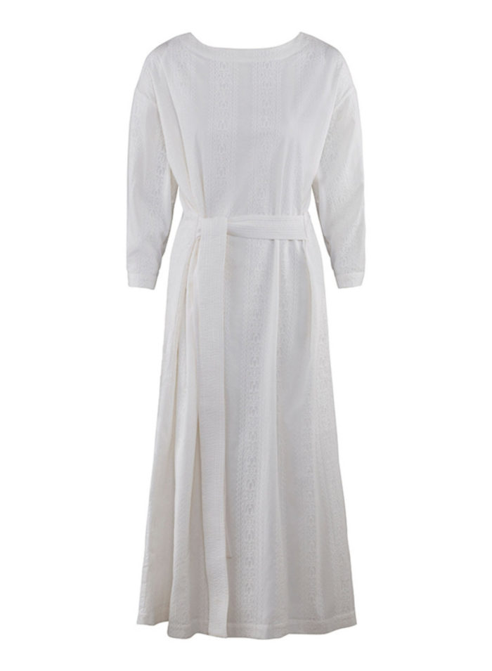 b321c0a4dd59 Vit brudklänning med lång ärm och knytband i midjan från Rodebjer  (reklamlänk via Adtraction) .