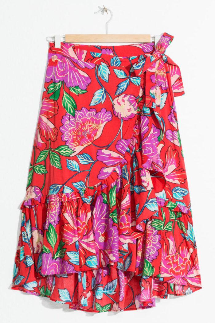 77f04624efec Blommig kjol i omlottmodell från & Other stories (reklamlänk via Apprl) .