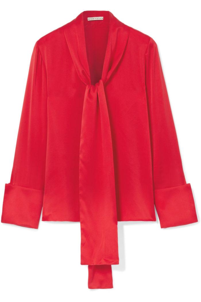 Röd knytblus från Alice + Olivia (reklamlänk via Apprl) . Läs mer och köp  här (reklamlänk via Apprl) . cc8abd2235f5e