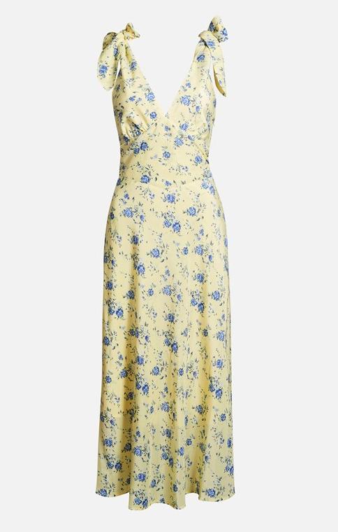 Blommig klänning i lång modell med knytdetaljer. Läs mer och köp här  (reklamlänk via Apprl) . 60c449afb19d8