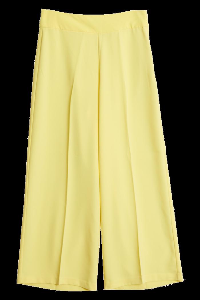 Gula byxor med vida ben från Gina tricot (reklamlänk via Tradedoubler) .  Läs mer och köp här (reklamlänk via Tradedoubler) . 5480e4e7ee284