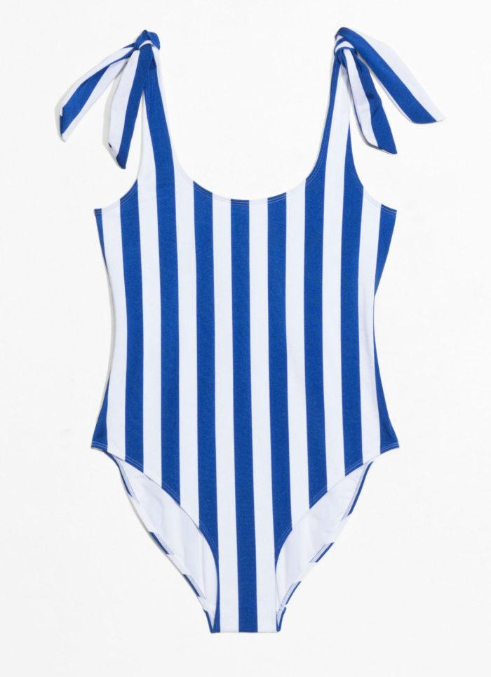 Randig baddräkt – perfekt till stranden – från   Other stories (reklamlänk  via Apprl) . c283cdfae67fe
