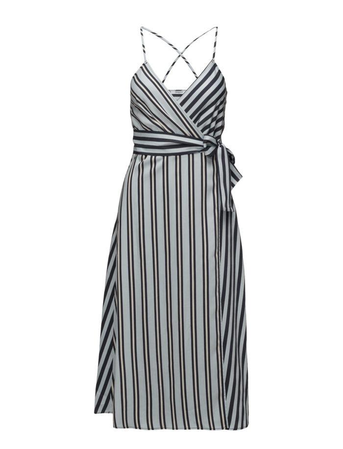 27b03a1fd47d Randig klänning med tunna band från Mango (reklamlänk via Tradedoubler) . Läs  mer och köp här. (reklamlänk via Tradedoubler)