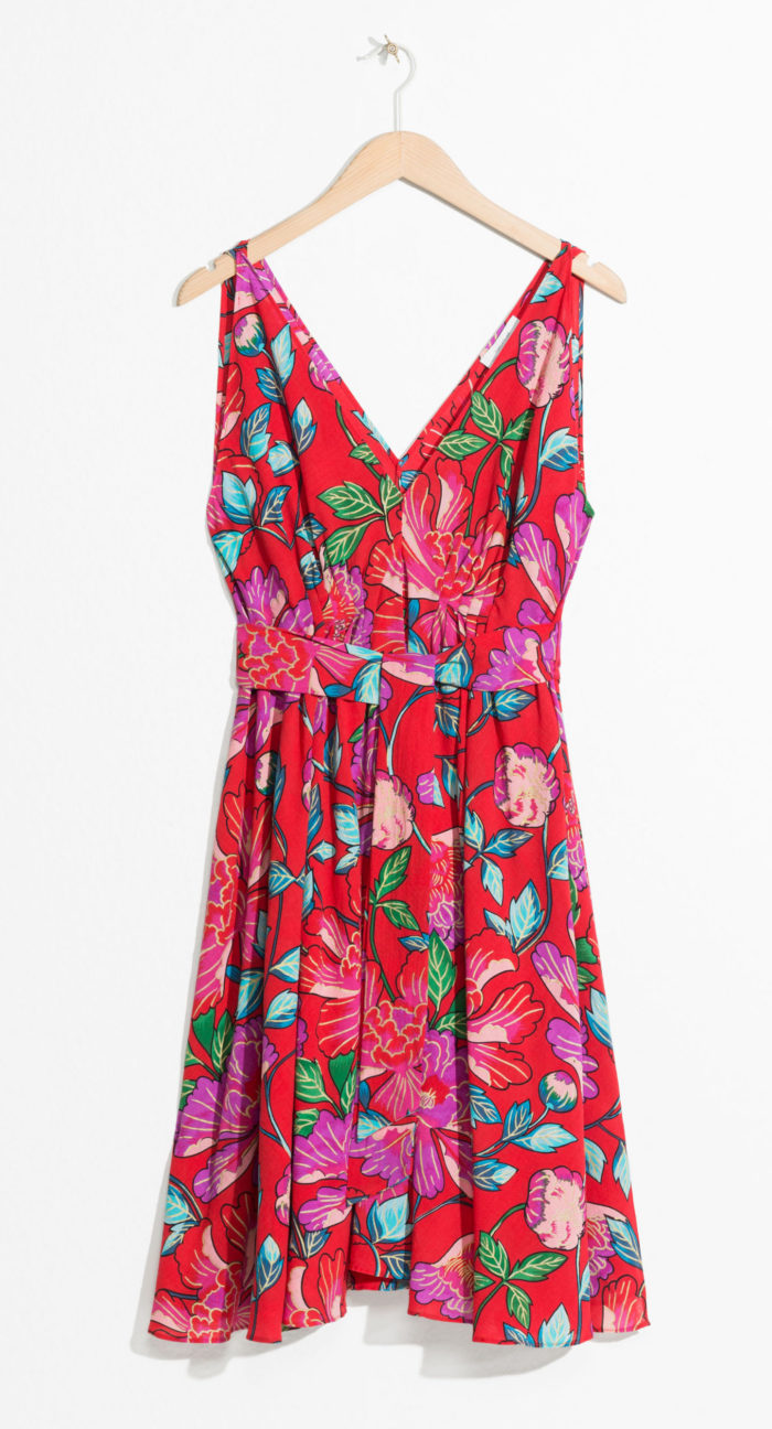 2ed219c6c8c6 V-ringad klänning från & Other stories (reklamlänk via Apprl) . Läs mer och köp  här (reklamlänk via Apprl) .