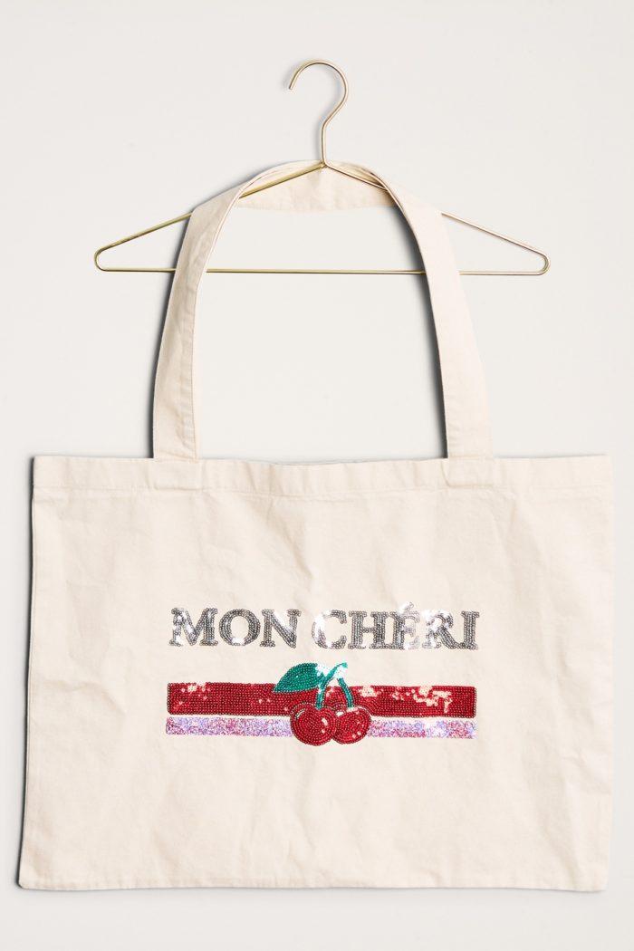 Stor tygväska från Gina tricot (reklamlänk via Tradedoubler) . Läs mer och  köp här. (reklamlänk via Tradedoubler) d35ebe373470d