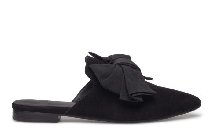svarta skor med rosett