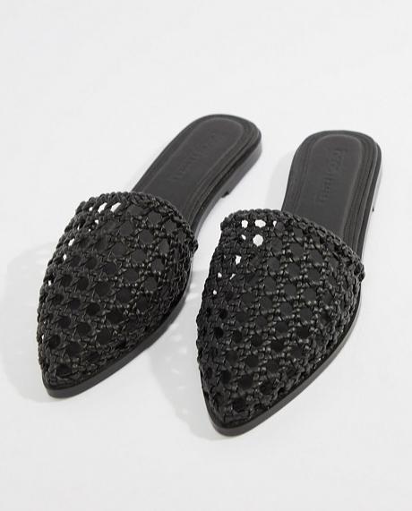 e6cf2e615d7 Svarta nät-sandaler i slip in-modell från Asos. (reklamlänk via Awin)