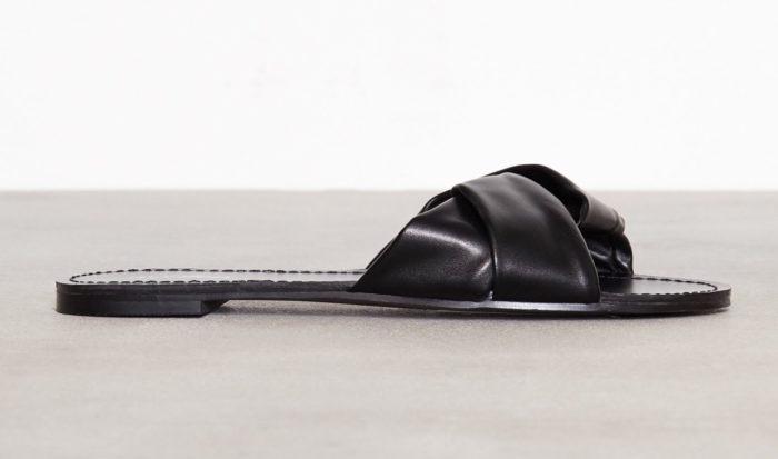 8557de1419d Svarta sandaler till sommaren 2018 från Nelly. (reklamlänk via Tradedoubler)