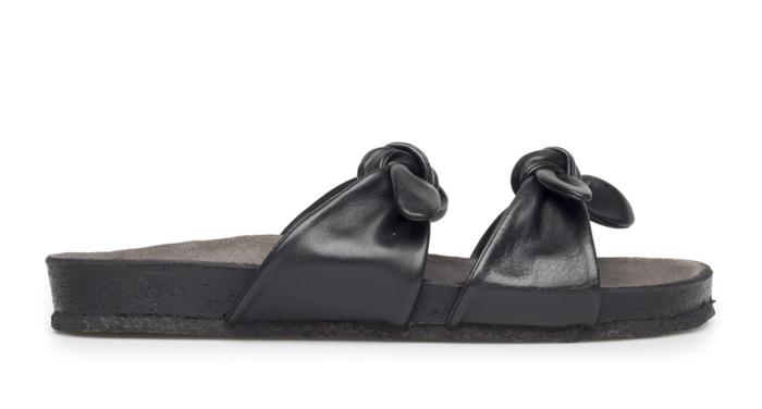 804335224e3 Svarta sandaler med knytdetalj från Angulus.