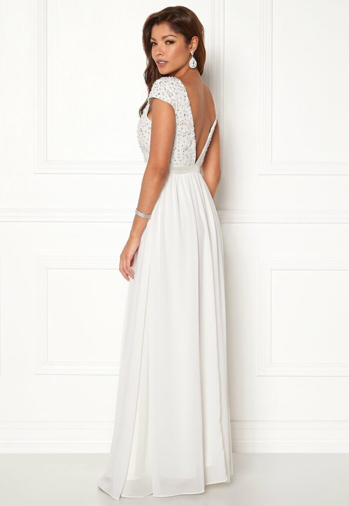 63e2c1b042e7 Billig bröllopsklänning med strass till 2019 14. Brudklänning ...