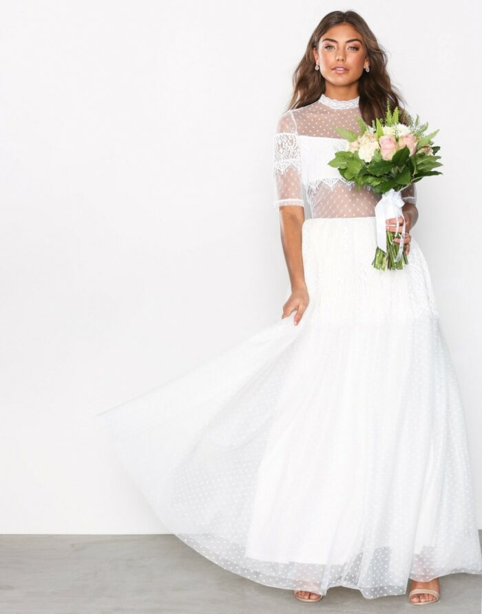 a6476bdc3a1f Billiga brudklänningar: 30 fina köp till bröllopet 2019 | Baaam