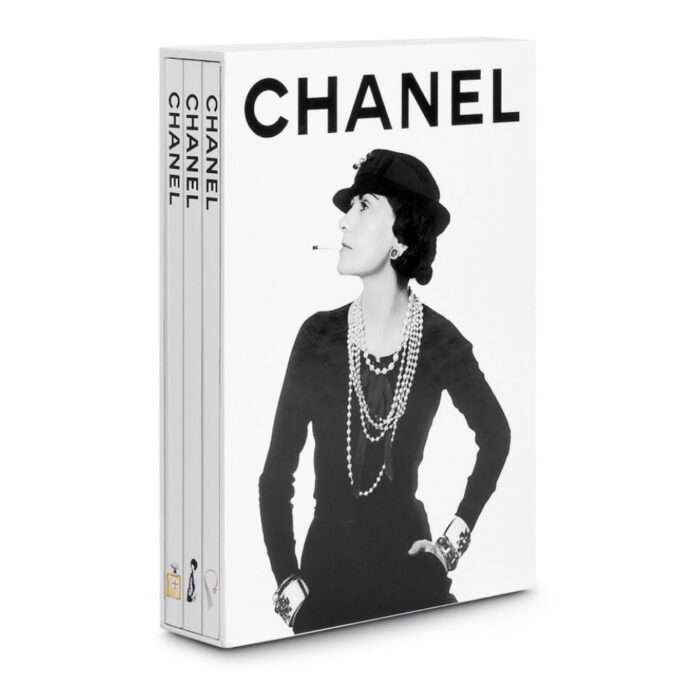 Coffee table book av Chanel